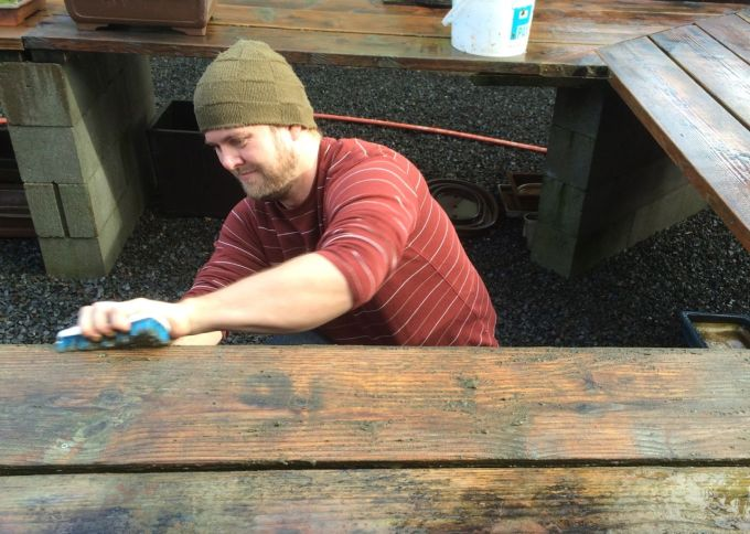 The Benefits of Scrubbing Wooden Benches